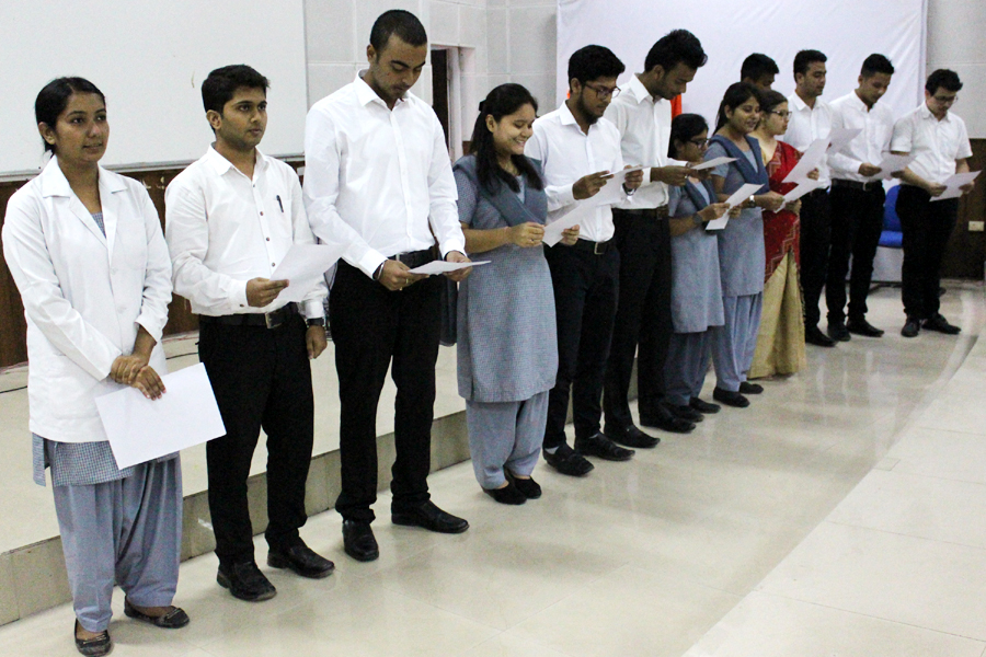 Oath Taking Images, Stock Photos & Vectors | Shutterstock